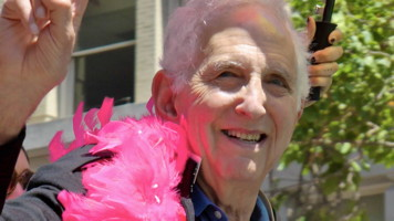 Daniel Ellsberg at the 2013 San Francisco Pride Parade wearing a pink feather boa
